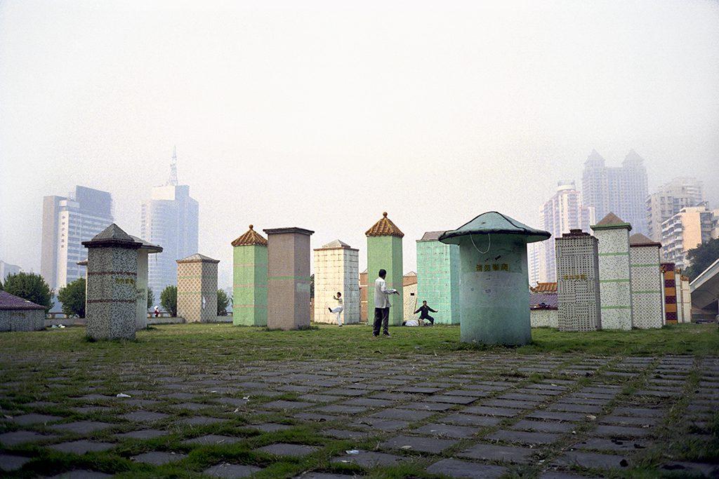 Séance de Tai-chi-chuan au petit matin le long du fleuve jaune